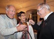 Im Schlosssaal stossen die Roggwiler auf 2018 an. (Bild: Hedy Züger)