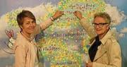 Vizepräsidentin Sabina Peter und Präsidentin Christa Thorner zeigen sich am Wega-Stand der Perspektive Thurgau. (Bild: PD)