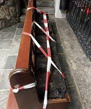 Ohne Zeugen kaum aufzuklären: Die Sitzbank vor der Lourdesgrotte in Bendern wurde von Unbekannten wohl in der Nacht von Donnerstag auf Freitag vergangener Woche angezündet. (Bild: Landespolizei, 17. Juni 2017)