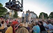 Die Schweizer Jassfreunde im Schatten des Schlosses (Bild: Mario Testa)