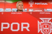 Nationaltrainer Vladimir Petkovic könnte sein Team dazu anhalten, mit einer defensiven Taktik in die Partie zu gehen. (Bild: JEAN-CHRISTOPHE BOTT (KEYSTONE))