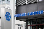 Huber+Suhner (im Bild der Standort in Herisau) ist auf Kurs: Bandbreite ist gefragt. (Bild: ENNIO LEANZA (KEYSTONE))
