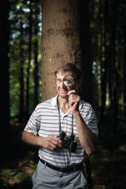 Er hat alles im Blick: Der Gossauer Waldbesitzer Pius Allenspach. (Bild: Benjamin Manser)