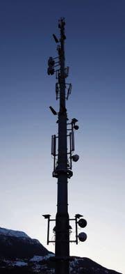 Für die ultraschnelle 5G-Technologie müssten die Handyantennen ausgebaut werden. (Bild: Martin Rütschi/Keystone)