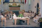 Dekan Josef Manser (rechts) verlas beim Einsetzungsgottesdienst von Pfarrer Emil Hobi den Auftrag des Bischofs. (Bilder: Beatrice Bollhalder)