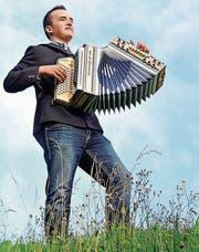 Mit seiner steirischen Harmonika fühlt sich der 19-jährige Christian Vetsch ganz in seinem Element. Darum ist er froh, dass er sie nun wieder uneingeschränkt spielen kann.