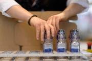 Die Berlinger AG stellt mittelfristig keine Anti-Doping-Flaschen mehr her. Künftig will sich das Toggenburger Unternehmen auf das Kerngeschäft, die High-Tech-basierte Überwachung von Kühlketten, konzentrieren. (Bild: GIAN EHRENZELLER (KEYSTONE))