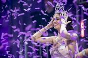 Jastina Doreen Riederer freut sich bei ihrer Kroenung zur neuen Miss Schweiz 2018. (Bild: ENNIO LEANZA (KEYSTONE))