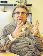 Der langjährige Schulleiter Rolf Schönenberger in seinem Büro in der Sekundarschule Bürglen. (Bild: Mario Testa)