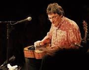 Der erfahrene und vielfältige Musiker Max Lässer macht den Auftakt im «Chällertheater». (Bilder: PD)