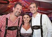 Fühlen sich am Oktoberfest Münsterlingen als Bayern: Peter Gsell, Tracey und Tobi Kehl. (Bilder: www.tgplus.ch/Chris Marty)