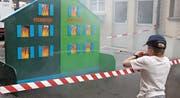 Beliebtes Spiel bei den Kindern: das Feuerlöschen. (Bild: Christof Lampart)