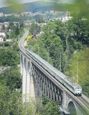 Endbahnhof bleibt Luzern: Der Voralpen-Express unterwegs auf dem Sitterviadukt bei Bruggen. (Bild: Michel Canonica)
