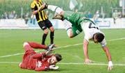 Der St. Galler Albian Ajeti (rechts) scheitert am Glarner Torhüter Danko Savanovic – nicht zum letzten Mal in diesem Spiel. (Bild: Gian Ehrenzeller/KEY)