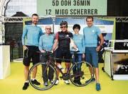 Migg Scherrer mit seinem Supporterteam. (Bild: Race Around Austria)