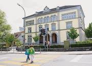 Frontansicht des 150jährigen Schulhauses Hauptstrasse. (Archivbild: Donato Caspari)