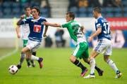 St.Galler und Luzerner werden sich nichts schenken: St.Gallens Marco Aratore (Mitte) gegen Hekuran Kryeziu vom FC Luzern. (Bild: URS FLUEELER (KEYSTONE))