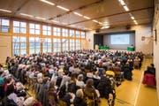 384 Stimmbürgerinnen und Stimmbürger fanden den Weg in die Mehrzweckhalle Gachnang. (Bild: Reto Martin)