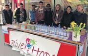 Buchser Jugendliche machten mit einem Stand auf die weltweit knappe Ressource Wasser aufmerksam. (Bild: pd)
