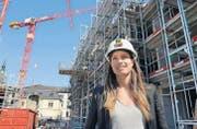 Daniela Spuhler auf der Baustelle mitten in Frauenfeld: Sie ist hier Bauherrin und Chefin der Baufirma zugleich. (Bild: Nana do Carmo)