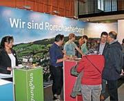 Gemeinde und Vereine zeigen an der Gewerbemesse das öffentliche Leben. Bild: Fritz Bichsel