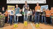 Haben den Sprung in die Schreiner-Nati geschafft: Gewinner Sven Bürki mit Simon Jud und Fabio Holenstein, Bazenheid (rechts). (Bild: pd)