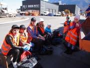 Eine verdiente Pause: An der Umweltputzete in Sevelen nahmen rund 80 Personen teil. (Bild: PD)