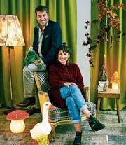 Vater und Tochter Gubser lieben Märchen, weil dort das Gute stets über das Böse siegt. (Bild: Joan Minder)