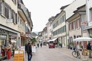 Ein Blick in die Altstadt: Die ansässigen Ladenbesitzer setzen vor allem auf Stamm- statt auf Laufkundschaft. (Bild: Donato Caspari (11.4.2017))