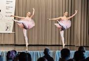 Zwei Kreuzlinger Ballerinas tanzen in Offenburg vor. (Bild: PD)