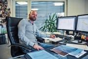 Bauunternehmer Sven Frei in seinem Wiler Büro. Die Firma führt er seit 2012 - in zweiter Generation. (Bild: Olaf Kühne)