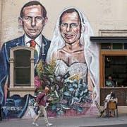 Karikatur des konservativen Ex-Premiers und Homo-Ehe-Gegners Tony Abbott bei einem Café in Sydney. (Bild: Rick Rycroft/AP (12. September 2017))