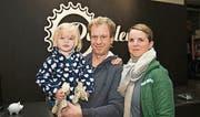 Malin besucht mit Vater Adrian und Mutter Elisabeth Damann das Velofest. (Bilder: Andreas Taverner)