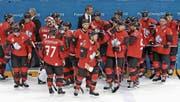 Fassungslose Kanadier: Andrew Ebbett (vorne) und seine Teamkollegen. (Bild: Srdjan Suki/EPA (Gangneung, 23. Februar 2018))