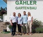 Die Eltern Hansruedi und Silvia Gähler übergeben den Gartenbaubetrieb an Sohn Marco Gähler und Evelyne Hofstetter. (Bild: PD)