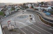Auch wenn der Bypass noch gesperrt ist: Der Wilfeld-Kreisel ist fertig gebaut und wird schon bald dem Verkehr überlassen. Simon Dudle