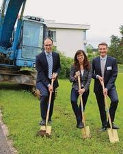 Symbolischer erster Spatenstich mit Baudirektor Marc Mächler, Gesundheitsdirektorin Heidi Hanselmann und SRFT-CEO René Fiechter.