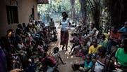 Binnenflüchtlinge aus der umkämpften Region Kasai harren in Kikwit aus. Rund 3000 Personen sind der Gewalt in Kasai zum Opfer gefallen. (Bild: John Wessels/AFP (7. Juni 2017))