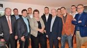 Gruppenbild mit Dame: Die Kandidatin und die Kandidaten der SVP für die Wahlen ins Wiler Stadtparlament. (Bild: Philipp Haag)