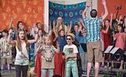 Schauspieler, Band und Chor wirkten mit am Musical. (Bild: Mario Testa)