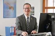 Walter Schönholzer in seinem Büro im Gemeindezentrum Kradolf-Schönenberg. (Bild: Donato Caspari)