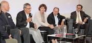 Gesprächsrunde im Autobau mit Daniel Bajka, Josef Kolb, Catherin Zahner, Jörg Sennheiser und David H. Bon. (Bild: Christof Lampart)