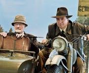 In der Ausstellung: Sammler Andreas Dragone als Indiana Jones auf dem bekannten Motorrad mit Seitenwagen, wo Antonio Guarino als Vater von Jones sitzt. (Bild: Donato Caspari)