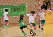 Am Raiffeisen-Juniorenhallenturnier des FC Buchs sind engagiert geführte Zweikämpfe garantiert. (Bild: Robert Kucera)