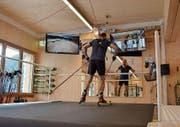 Schiefe Rollphase, breite Armführung, schwerer Atem: Der Testläufer ist meilenweit von olympischen Träumen entfernt. (Bild: Dominic Wirth)