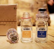 Die Dopingflaschen der Berlinger Special AG aus dem toggenburgischen Ganterschwil stehen im Zentrum der Diskussionen. (Bild: AP)