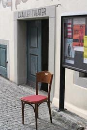 Das Chällertheater setzt mit roten Kissen aus Wiler Filz neue Akzente. (Bild: Ursula Ammann)