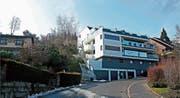 Verdichtetes Quartier: neues Mehrfamilienhaus zwischen Einfamilienhäusern am Sulzberg in Rorschacherberg. (Bild: Fritz Bichsel)