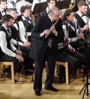 Der Flötist und Komponist Franco Cesarini brillierte als Solist. (Bild: Erwin Schönenberger)
