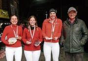 Franziska Hügli wird Schweizer Meisterin der Junioren. Silber geht an Kathrin Marthaler, Bronze an Luzia Zuidema. Die Medaillen überreichte SVPS-Vizepräsident Werner Rütimann.